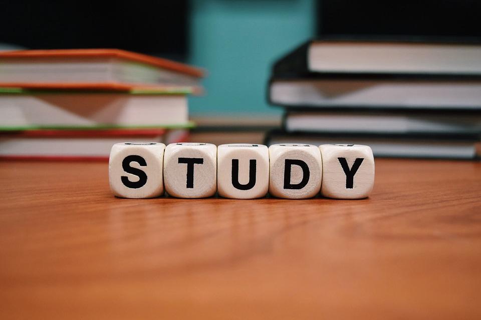 塾で勉強するイメージ